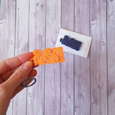 Porte-clés prénom super héros personnalisé impression 3D couleurs mogcha